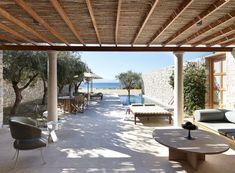 Die 5 schönsten Schlafplätze der Welt - The Chill Report Beach Hotels, Hotels And Resorts, Spa Treatment Room, Beach Cabana, Hotel Reviews, Pavilion, Greece, Pergola, Porto