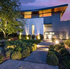 Dusk it off. Our Newport Coast house gets new life as it prepares for open house this weekend. #dexdoes #modern #exterior #architecture #landscape #dusk #home #luxury #socalliving #realestate #comingsoon #forsale