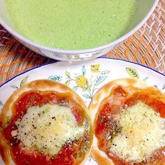 朝ごはん - 8件のもぐもぐ - ミニマルゲリータピザ、アボカドほうれん草スムージー by pokonyan