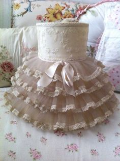 I cant believe i am even selling this shade! It has oodles and oodles of ruffles and is a cream color. So sweet and fabulous!!! This is a ruffle