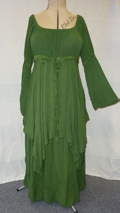 Green peasant dress by Swirl Clothing…. Oooh, where dya buy it?
