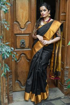Buy Designer Blouses online, Custom Design Blouses, Ready Made Blouses, Saree Blouse patterns at our online shop House of Blouse from India. New Dress Design Indian, Indian Designer Wear, Saree Blouse Patterns, Saree Blouse Designs, Indian Dresses, Indian Outfits, Indian Clothes, Blouse Online, Sarees Online
