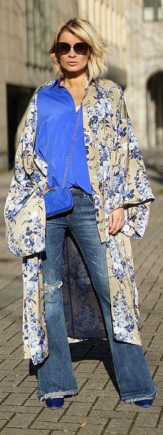 """Gitta Banko, blogger """"Blondwalk"""" Kimono: Steffen Schraut, Blouse: Steffen Schraut, Jeans: Agolde, Pumps: Vetements x Manolo Blahnik, Bag: Lili Radu"""