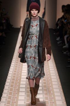 Minus beanie || Trussardi AW17 RTW | #18 | http://www.vogue.co.uk/shows/autumn-winter-2017-ready-to-wear/trussardi/collection/