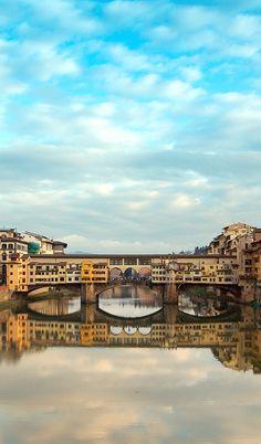 HET paradijs voor elke kunstliefhebber! De majestueuze Duomo, de David van Michelangelo, de romantische Ponte Vecchiobrug en nog zoveel meer. Neem daarbij nog het Italiaanse temperament, de heerlijke keuken en de rijkelijk geschonken wijn. Firenze is gewoonweg magnifico!