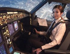 Sexy female pilot coming in for a landing. Lightning Fighter, Trolley Dolly, Pilot Uniform, Airline Cabin Crew, Commercial Pilot, Airplane Pilot, Female Pilot, Aviators Women, Aviation Industry