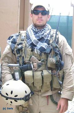 Danny Dietz navy seal lost his life protecting our freedom. Never forget. Military Personnel, Military Men, Military Clothing, Military Weapons, Danny Dietz, Operation Red Wings, Remember The Fallen, Us Navy Seals, American Freedom