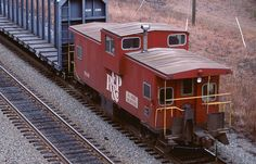 GP40 #122, nb local, s Fredericksburg, caboose #906 180945 Dec 90 3