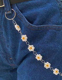 Cute Jewelry, Diy Jewelry, Beaded Jewelry, Jewelery, Handmade Jewelry, Pulseras Kandi, Flower Belt, Accesorios Casual, Pearler Beads