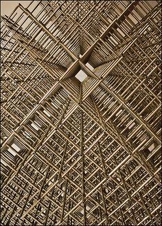 """https://flic.kr/p/98BsT3   Detail of """"Sphère-trame"""" by François Morellet (1972) - Musée de Grenoble - 14 novembre 2010   François Morellet renonce dans Sphère Trames à une séduction tactile au profit du systématique développement d'une structure formelle d'une simplicité qu'il applique avec la plus grande neutralité. Cette oeuvre, comme le reste du travail de Morellet, est le résultat du hasard, de la rigoureuse application d'une règle, d'un système, et des surprises qu'ils engendrent…"""
