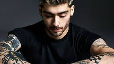 Singer Niall Horan thinks his One Direction bandmate Harry Styles looks good now after cutting his hair short. - Niall Horan happy with Harry Styles's new hairstyle Men's Grooming, Zayn Malik Fotos, Zayn Malik Tattoos, Old School Style, Zany Malik, Ex One Direction, Oldschool, Lil Wayne, Pillow Talk