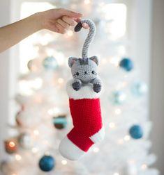 ❤ Horgolt karácsonyi zoknis cica (ingyenes amigurumi minta) ❤Mindy -  kreatív ötletek és dekorációk minden napra