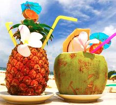 The perfect summer drinks to enjoy at the beach. Or if you can't be at the beach, mixing up a delicious summer drink is the next best thing. Read morePretty Beach Summer Drinks that Capture the Flavor of Sun & Sea Pink Summer, Summer Of Love, Summer Fun, Summer Time, Summer Beach, Sunny Beach, Summer Picnic, Summer Colors, Beach Drinks