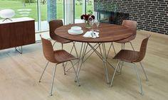 Spider est une table de repas ronde avec plateau en bois massif et pied acier. Salle à manger moderne et meuble scandinave: Le Studio des collections