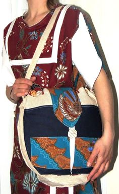 association d'une création de robe 100% Batik coton et d'une création de sac PHOENIX en toile de jute jean et batik doublé de Lin coton