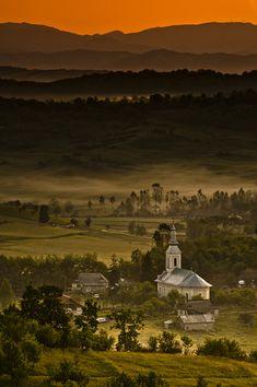 """breathtakingdestinations: """" Tara Lapusului - Romania (von =cata=) """""""