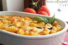 Gli gnocchi alla sorrentina fanno parte della tradizione culinaria campana; un primo piatto profumatissimo grazie alla presenza del pomodoro e del basilico.