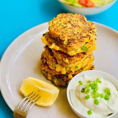 MEAL PREP CRISPY   GOLDEN  CORN CARROT   ZUCCHINI FRITTERS   This breakfast has all the veg and then some!! 🥕🥕 Crispy and crunchy fritters served with a side of soft boiled eggs for extra protein your going to want to eat these for breakfast lunch and dinner! 🍴 Healthy Toddler Snacks, Healthy School Lunches, Healthy Breakfast Recipes, Toddler Food, Lunch Box Recipes, Baby Food Recipes, Fresh Eats, Food Spot, Zucchini Fritters