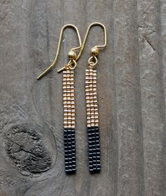 Short 18K Gold Plated and Black Bead Bar Earrings によく似た商品を Etsy で探す