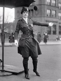 Leola N, King, primeiro policial de tráfego da América do sexo feminino, Washington DC, 1918.