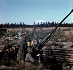 automatic anti-aircraft gun at Finnish airfield Leningradskaya oblast Colorized History, Anglo Saxon History, Ww1 Photos, World Conflicts, Naval, Nuclear War, British Soldier, Military Personnel, Panzer