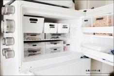先日は冷蔵庫の収納にスポットを当てました。本日は我が家の冷凍庫の収納についてご紹介しようと思います><それではさっそくOPENこんな感じです。なんと主に使...