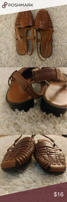 St.Johns Bay Huarache Sandal Slingbacks Can't find size but I'm a 7/7.5 and they are just slightly too big Seem pretty narrow Good condition Toe to heel is about 25 cm tho which means its like a 8.5/9 so not sure how these run St. John's Bay Shoes Sandals