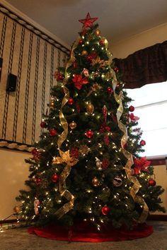 Me Encanta el estilo de esta cinta como decora el árbol. #DecoracionArbolDeNavidad