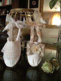 ALPARGATAS DE NOVIA - www.123miweb.es/LACESTITADEGEMA Espadrilles, Fiestas Party, Hippie Chic, Bridal Shoes, Kids And Parenting, Embellishments, Shoe Boots, Slippers, Sewing