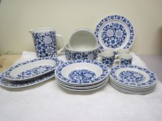 Kauniin Esteri Tomulan suunnitteleman Gardenia-sarjan astioita, siistikuntoisia, osa käyttämättömiä, alk. 15 euroa/kpl.