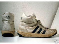 Adidas Trophy! Du liebster Schuh, der alle 6-8 Wochen einen Waschgang in der Maschine überlebte. Gut, war auch nötig bei dem allgegenwärtigen Schweißbad.