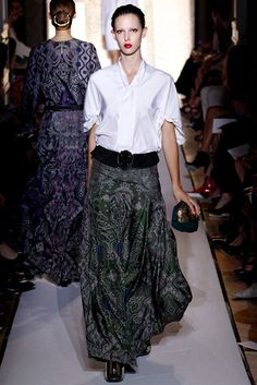 Saint Laurent Spring 2012 Ready-to-Wear Fashion Show - Ruby Aldridge