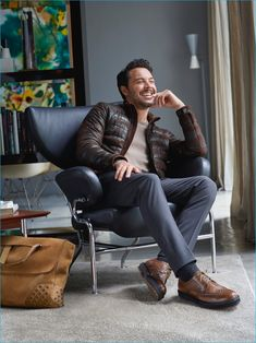 Jack Huston is all smiles as the star of TOD'S fall-winter 2016 campaign. Casual Wear For Men, Formal Shoes For Men, Jack Huston, Mens Photoshoot Poses, Daily Front Row, Fashion Shoes, Mens Fashion, Trends Magazine, Mens Fall