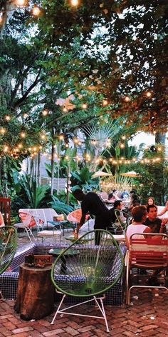 The 10 Trendiest Places To Grab A Drink In Miami No one comes to Miami to stay indoors. Whether you're into dancing, sunset views or a laid back vibe, Miami is full of amazing bars and restaurants with even better tasting drinks. Take advan… Florida Keys, Florida Vacation, Florida Travel, Miami Restaurants, Cape San Blas Florida, Miami Florida, South Beach Miami, Miami Beach Nightlife, South Florida
