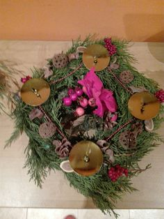 Adamův věneček pro babičku Christmas Wreaths, Holiday Decor, Home Decor, Christmas Garlands, Homemade Home Decor, Holiday Burlap Wreath, Decoration Home, Interior Decorating