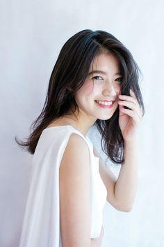 Almost resembles...Miki Imai singer. (今井美樹)