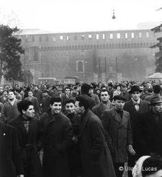 M<3 ©Uliano Lucas | Manifestazione degli elettromeccanici in piazza del Cannone, Milano, 1960