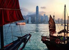 #Sunset falling over the skyline of #hongkong Island is not something you want to miss. IG:  @xouxouxouxou