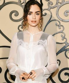 """Lily Collins❤❤ (@lilyjcollins_zone) en Instagram """"Lily posted ❤ #new #of #lilycollins"""""""