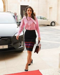 The Hashemites tumblr: 12/2/2017: King Abdullah, accompanied by Queen Rania, met with the president and members of the higher ministerial committee for the implementation of the National Strategy for Human Resources Development 2016-2025.