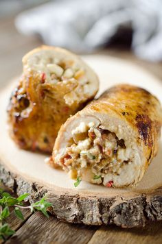 Chicken, Bacon & Feta Roulade is a surprisingly simple and healthy dinner idea made with a tender chicken breast wrapped around a bacon, feta, thyme and caramelized onions. #Chicken #Roulade #Bacon