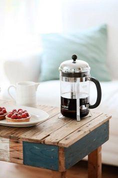 Кофе и малиновые тарты