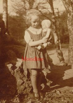 VINTAGE PHOTO: Sweet little girl holding her nice Käthe Kruse doll; c. 1920