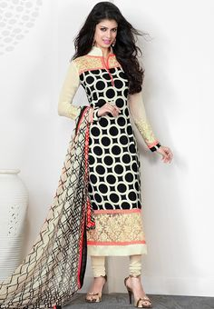 You Will Be The Center Of Attention In This Attire. Add The Sense Of Feminine Beauty By This Black Crepe Silk Salwar Kameez. This Attire Is Beautifully Adorned With Patch Work, Resham & Stones Work. Indian Attire, Indian Wear, Pakistani Outfits, Indian Outfits, Saris, Indian Salwar Kameez, Salwar Suits, Punjabi Suits, Churidar