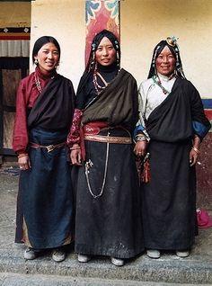 チベット旅行 おしゃれなチベット女性たちPart2 のんびり村
