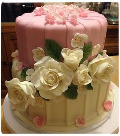 Amazing fondant roses...so clever