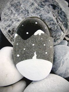 "Find and save images from the ""Kreativ - Rock / Stone / Pebble Art"" collection by Gabis Welt :) (gabi_zitzen) on We Heart It, your everyday app to get lost in what you love. Pebble Painting, Pebble Art, Stone Painting, Rock Painting, Winter Painting, Stone Crafts, Rock Crafts, Caillou Roche, Art Rupestre"