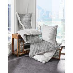 Ob zu hellen Holzmöbel oder hochglänzenden Frontverkleidungen in Weiß oder Schwarz - Diese Bettwäsche passt perfekt in Ihr Wohnkonzept. Zudem überzeugt die weiche Oberfläche der Textilbezüge aus reiner Baumwolle und Sie genießen erholsame Nächte. Mit den Maßen von ca. 200 x 200 cm (B x L) ist der Deckenbezug wie geschaffen für Ihr kuscheliges Bettzeug. Schaffen Sie sich Ihre persönliche Wohlfühloase!