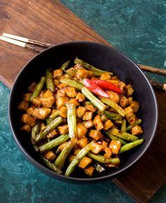 Meatless Monday: Tofu and Green Bean Stir Fry #meatlessmonday #glutenfree   This Mama Cooks! On a Diet™