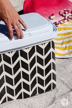 Turn your cooler box from drab to FAB with this great idea. If you have any leftover wallpaper, you can use it to decorate your cooler box. Cooler Box, Organization, Canning, Wallpaper, Diy, Home Decor, Getting Organized, Homemade Home Decor, Organisation